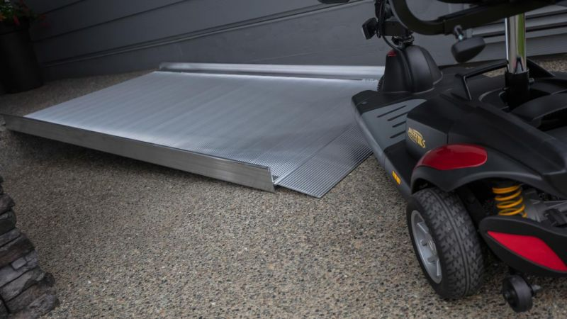 GATEWAY™ 3G 03 Solid Surface Portable Ramp